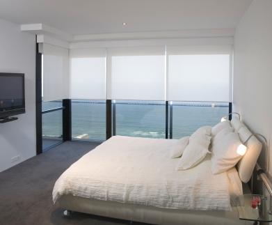 BO -Rollers in White Bedroom L (1)